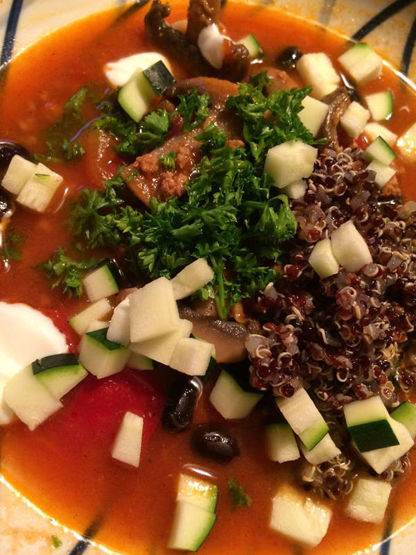 Tomatsuppe med høns og topping