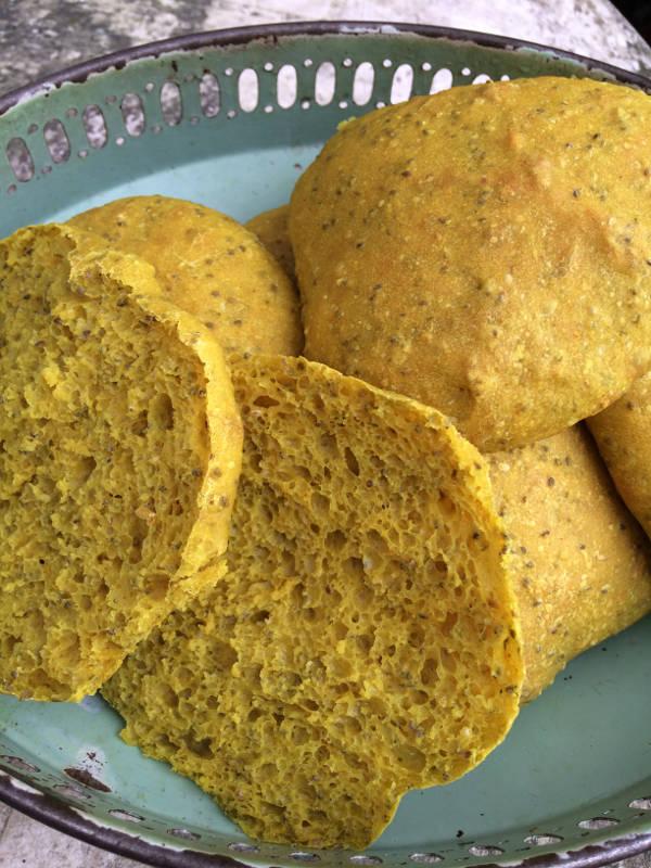 Påske boller med chiafrø og gurkemeje