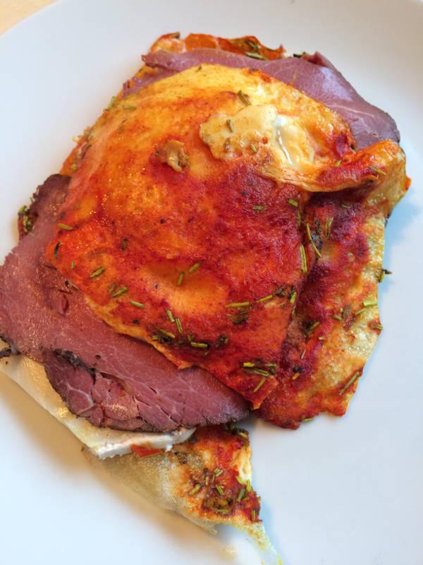 Æg med æg på og roastbeef